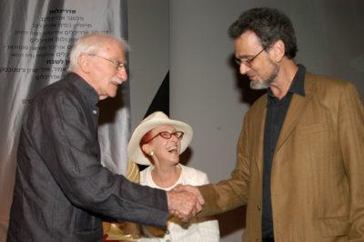 מיכה לוין מעניק פרס מפעל חיים לתמרה וג'ף טולמן