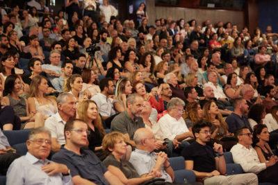 קהל של 600 משתתפים