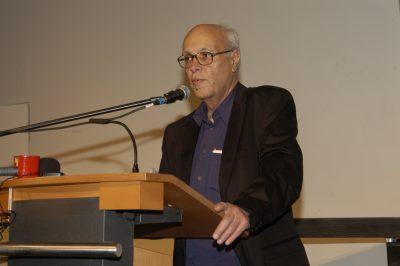 פרופסור רן שחורי מקבל פרס מפעל חיים