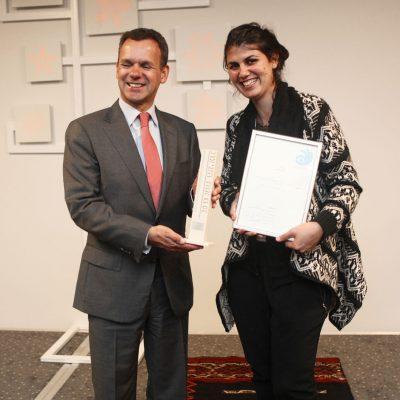 שגריר הולנד בישראל מעניק את פרס הסטודנטים