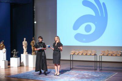 """""""המעצבות"""" מנחות את הטקס במוזיאון תל איביב"""